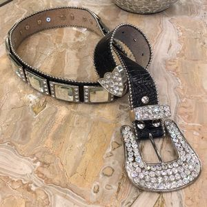 Accessories - Beautiful rhinestone bling western belt